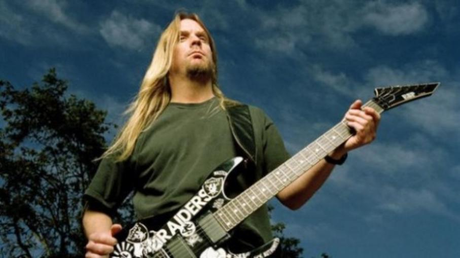 Jeff Hanneman playing guitar